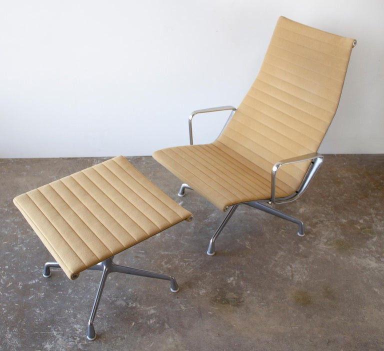 Charles Eames Lounge Chair Aluminum Group Series for Herman Miller 1970s Ottoman In Good Condition For Sale In Dallas, TX