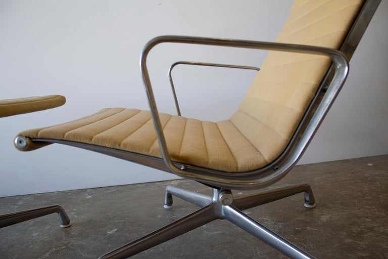 Charles Eames Lounge Chair Aluminum Group Series for Herman Miller 1970s Ottoman For Sale 1