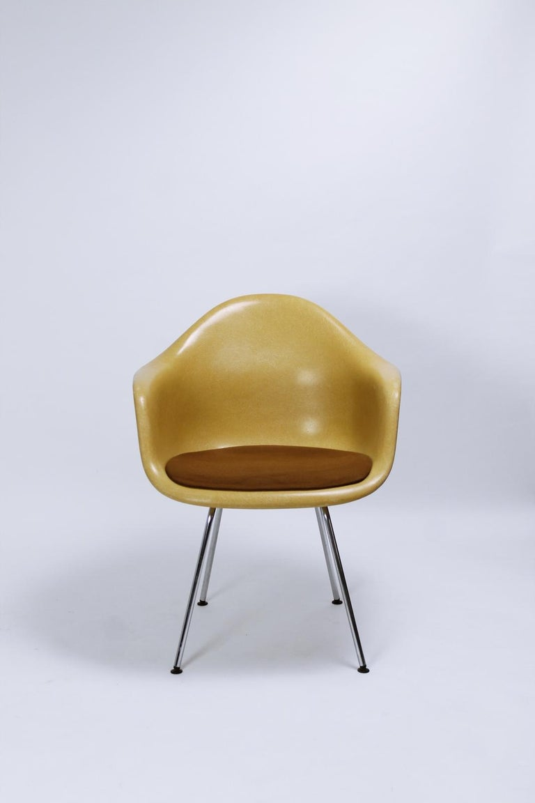 Charles Eames Molded  Fiberglass Dax Armchairs on H-Base 4