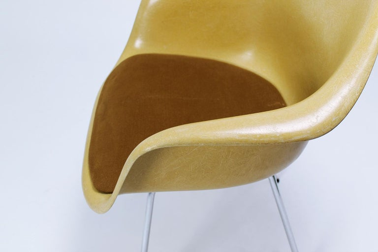 Charles Eames Molded  Fiberglass Dax Armchairs on H-Base 6