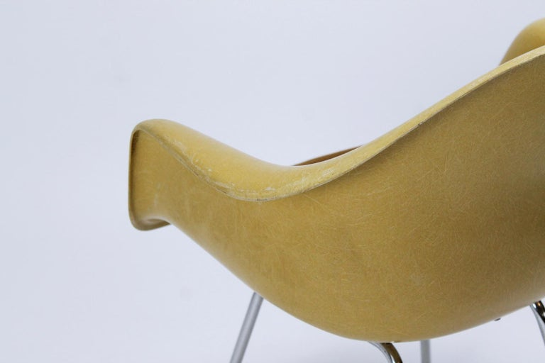 Charles Eames Molded  Fiberglass Dax Armchairs on H-Base 7