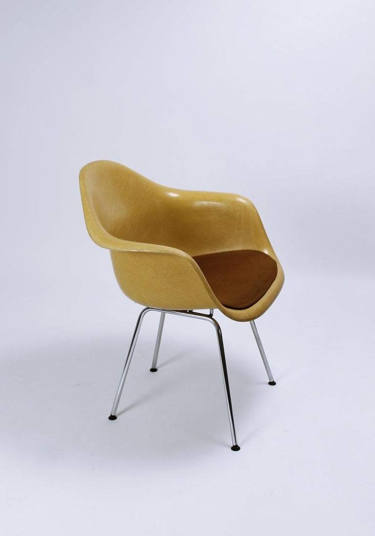 Mid-Century Modern Charles Eames Molded  Fiberglass Dax Armchairs on H-Base