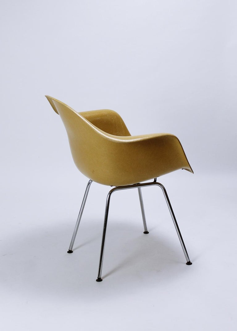 20th Century Charles Eames Molded  Fiberglass Dax Armchairs on H-Base