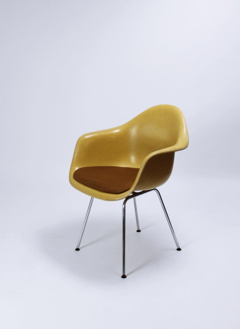 Charles Eames Molded  Fiberglass Dax Armchairs on H-Base 3