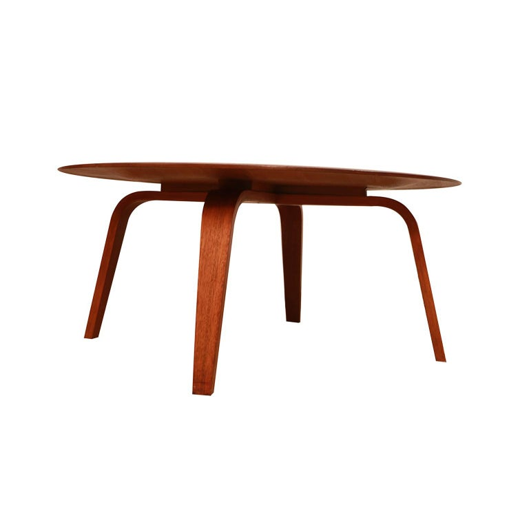 Charles Eames Molded Plywood CTW Coffee Table for Herman Miller In Good Condition For Sale In Baltimore, MD
