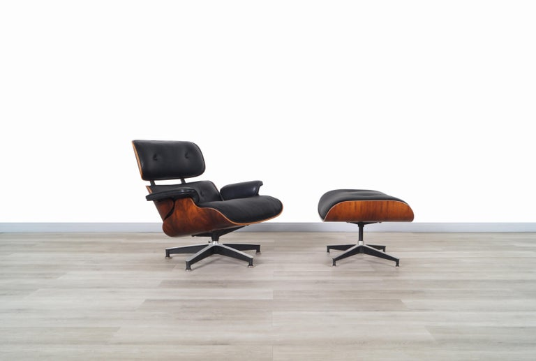 Stunning vintage rosewood lounge chair and ottoman 670/671 designed by Charles and Ray Eames for Herman Miller in the United States, circa 1970s. Both the lounge chair and the ottoman have a Brazilian rosewood frame where the fine grains of the wood