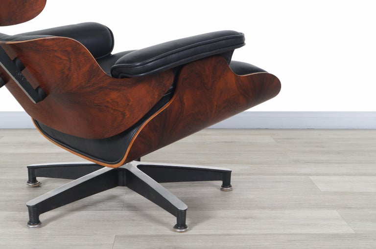 Charles Eames Rosewood Lounge Chair and Ottoman by Herman Miller In Excellent Condition In Burbank, CA