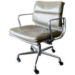 Charles Eames Soft Pad Management Chair in Tan Leather