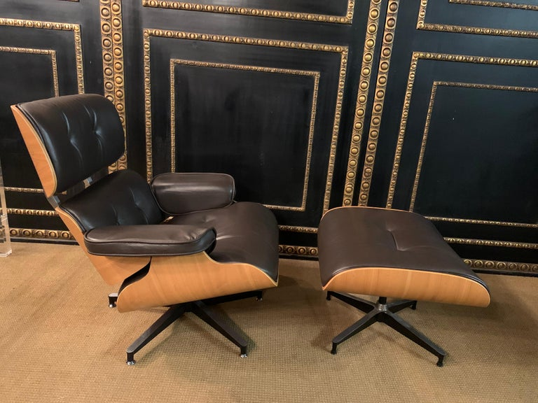 Charles Eames Style Lounge Chair with Ottoman real Leather In Good Condition In Berlin, DE