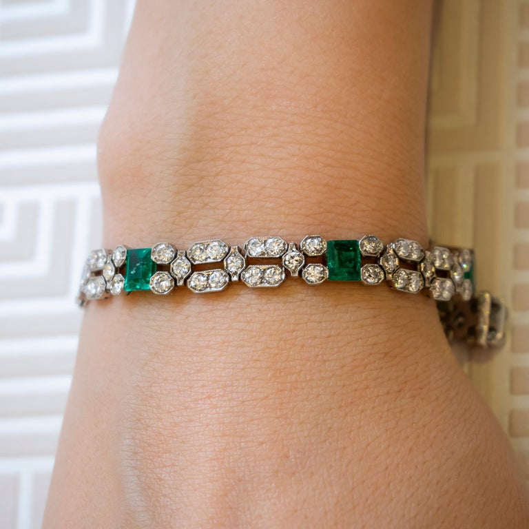 Charles Holl French Art Deco Emerald Diamond and Platinum Bracelet, circa 1935 In Good Condition For Sale In London, GB