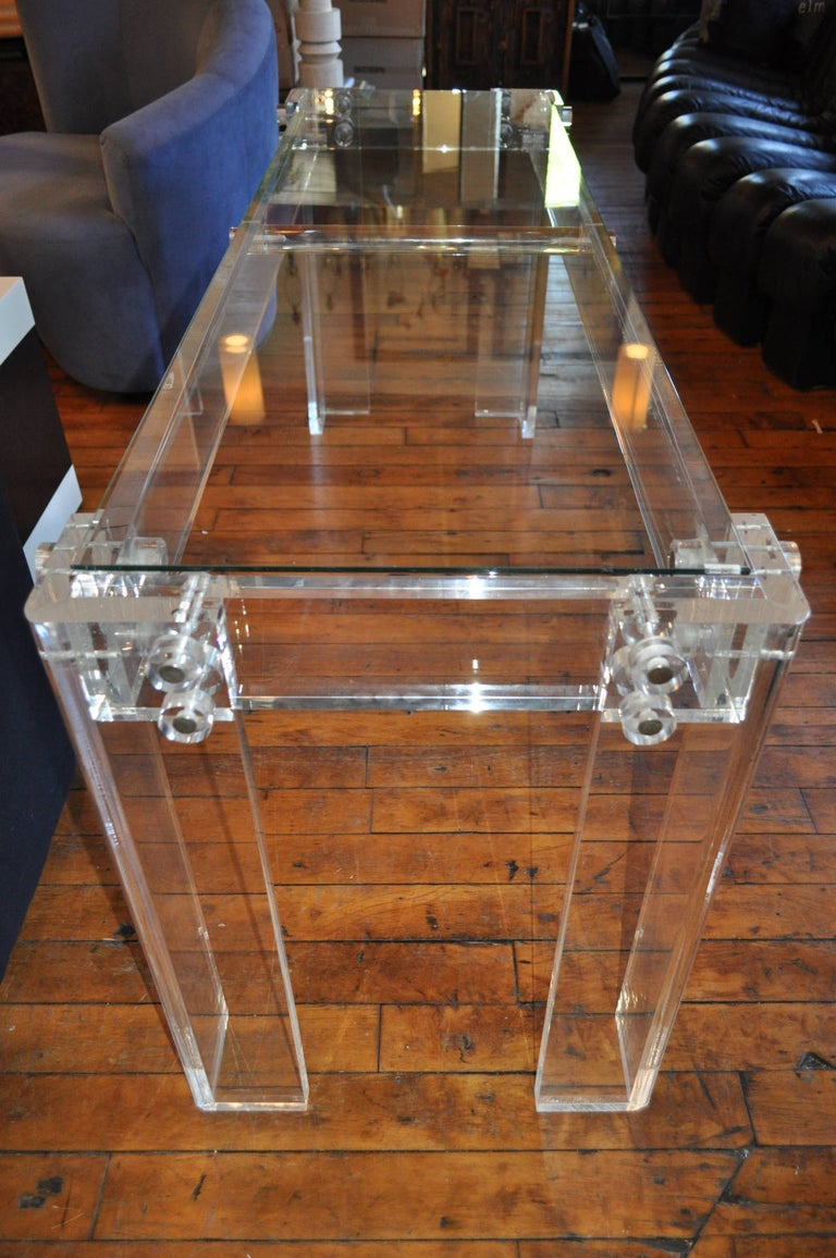 Charles Hollis Jones Style Mid-Century Modern Lucite & Glass Console Sofa Table In Good Condition For Sale In Lambertville, NJ