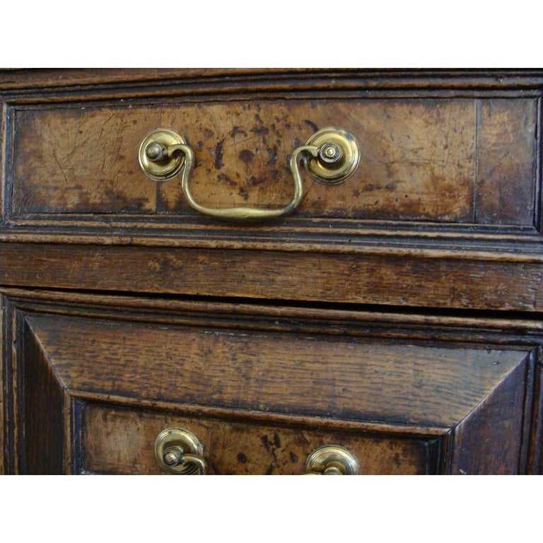 Charles II Oak and Walnut Chest of Drawers In Good Condition For Sale In Lymington, GB