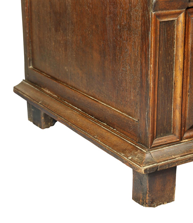 Charles II Palisander and Oak Chest of Drawers For Sale 1