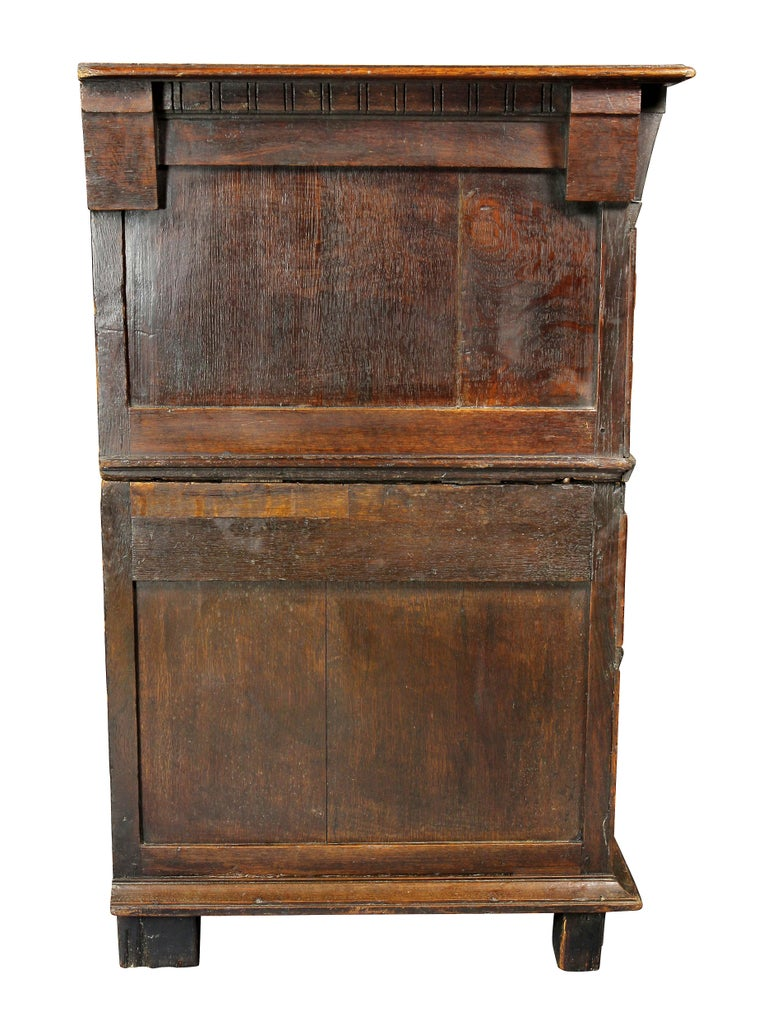 Charles II Palisander and Oak Chest of Drawers For Sale 2