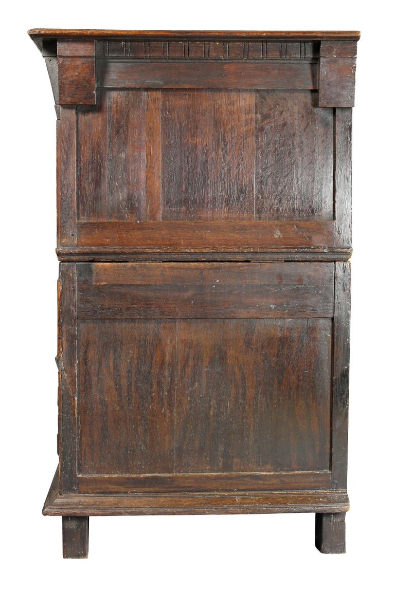 Charles II Palisander and Oak Chest of Drawers For Sale 3