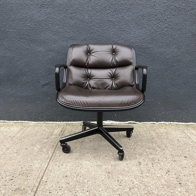 Mid-Century Modern Charles Pollock for Knoll Executive Office Chairs Brown Leather, Midcentury For Sale