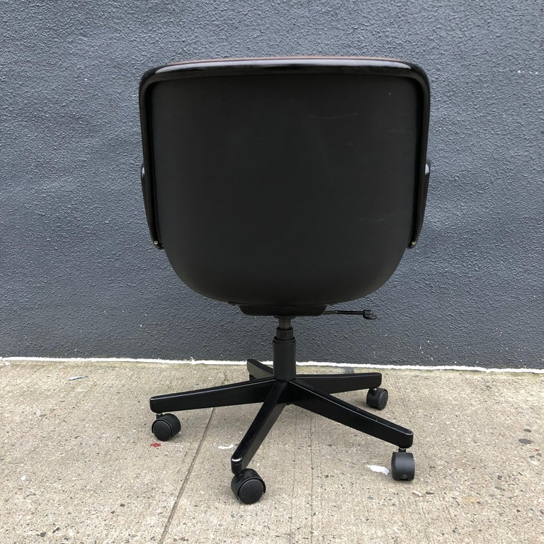 American Charles Pollock for Knoll Executive Office Chairs Brown Leather, Midcentury For Sale