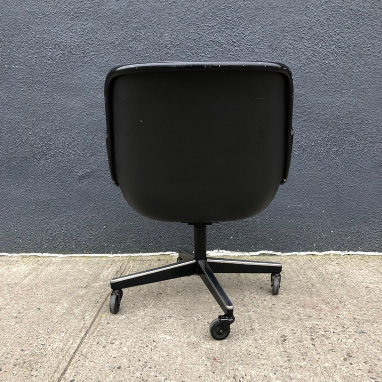 Charles Pollock for Knoll Executive Office Chairs Brown Leather, Midcentury For Sale 2