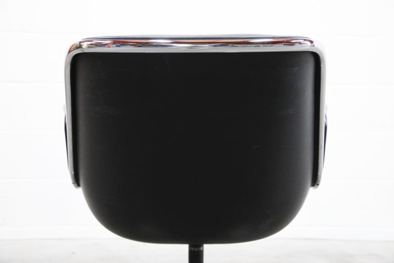 Charles Pollock for Knoll International Executive Desk Chair, Signed 1985 For Sale 12