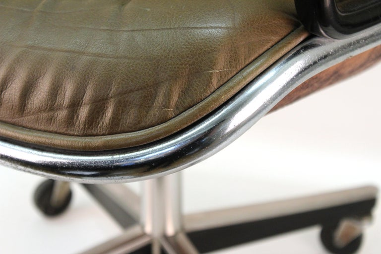 Charles Pollock for Knoll Mid-Century Modern Executive Chair For Sale 1