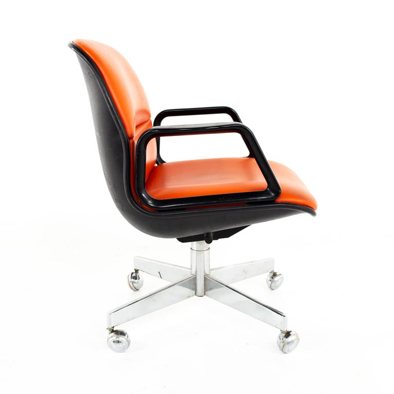 American Charles Pollock for Knoll Style Mid Century All Steel Office Desk Chair For Sale