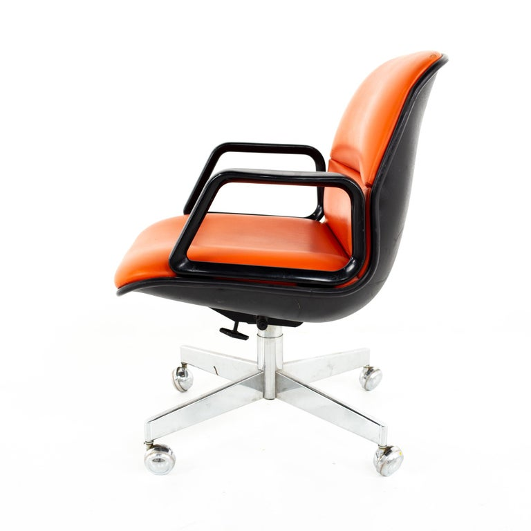 Charles Pollock for Knoll Style Mid Century All Steel Office Desk Chair In Good Condition For Sale In La Grange, IL