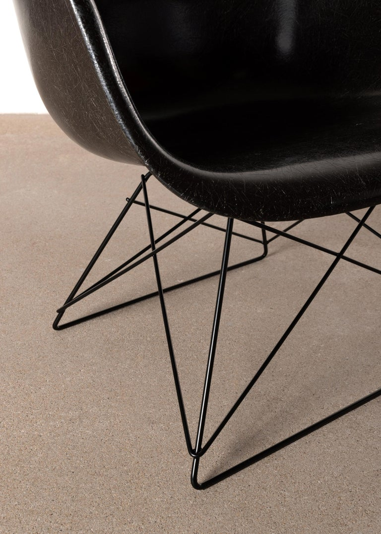 Charles & Ray Eames Black LAR Lounge Chair, Herman Miller, 1960s For Sale 2