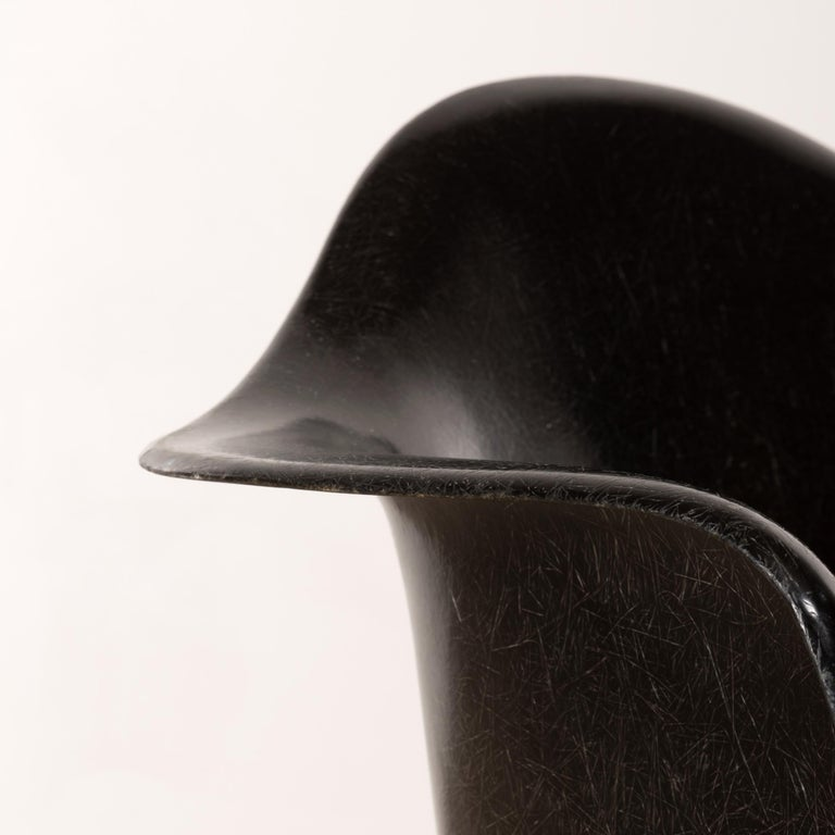 Charles & Ray Eames Black LAR Lounge Chair, Herman Miller, 1960s For Sale 3