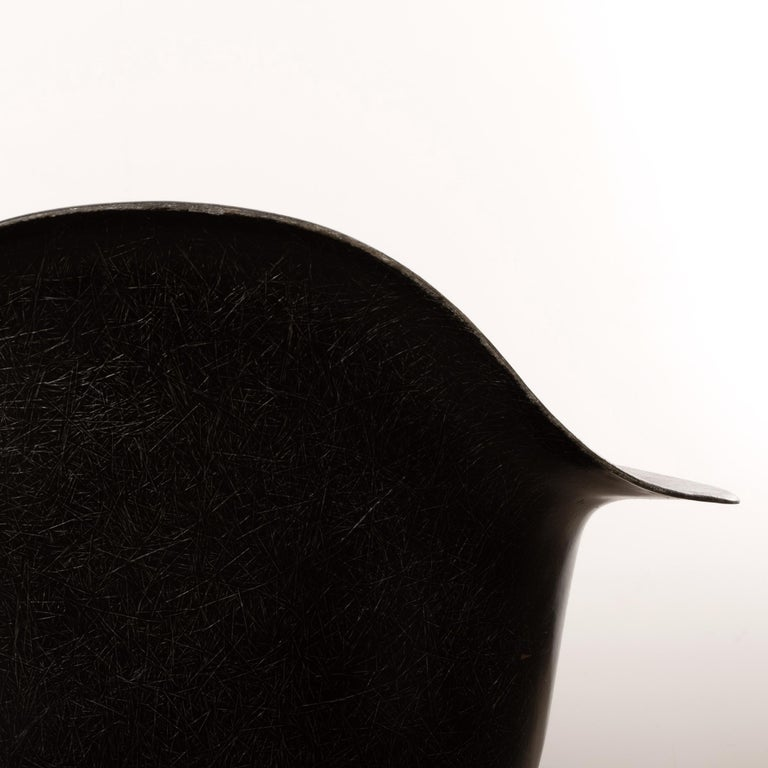 Charles & Ray Eames Black LAR Lounge Chair, Herman Miller, 1960s For Sale 6