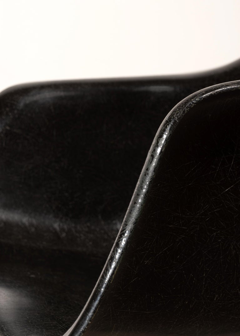 Charles & Ray Eames Black LAR Lounge Chair, Herman Miller, 1960s For Sale 9