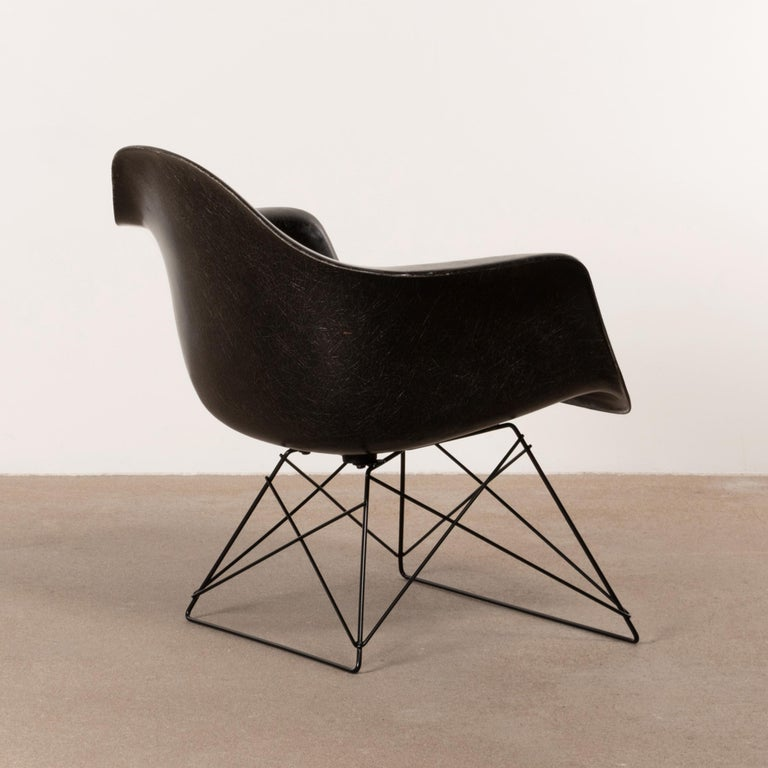 American Charles & Ray Eames Black LAR Lounge Chair, Herman Miller, 1960s For Sale