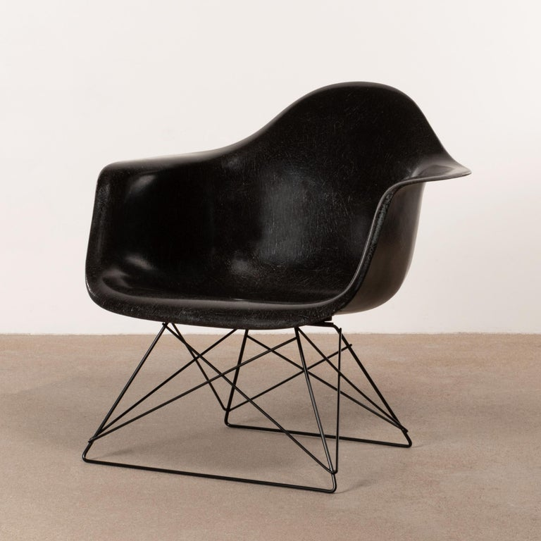 Metal Charles & Ray Eames Black LAR Lounge Chair, Herman Miller, 1960s For Sale
