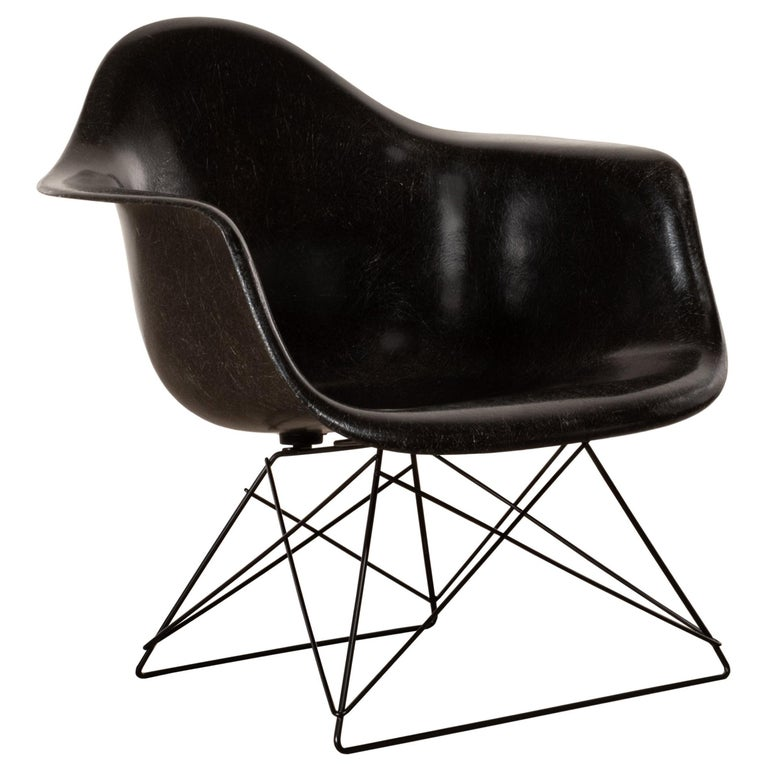 Charles & Ray Eames Black LAR Lounge Chair, Herman Miller, 1960s For Sale