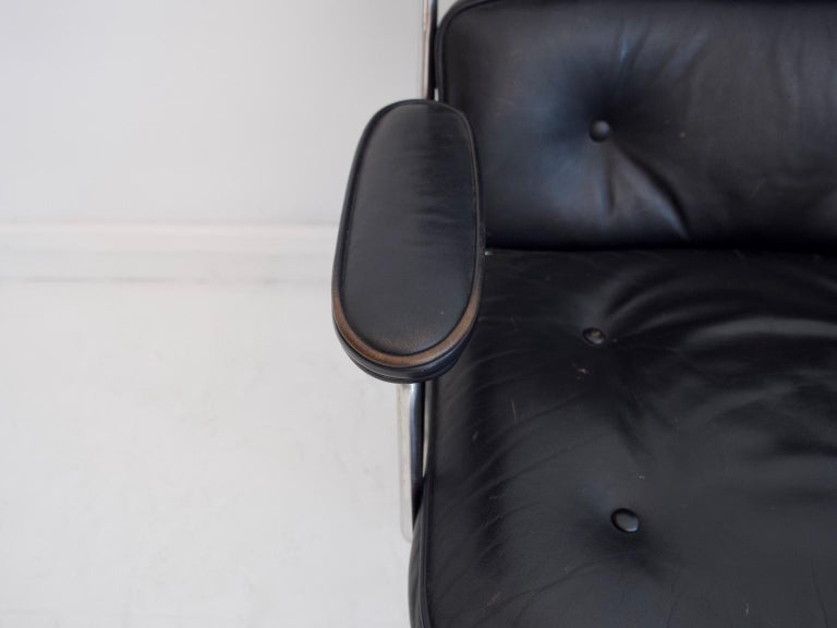 Charles & Ray Eames Black Leather Lobby Chair ES 108 For Sale 3