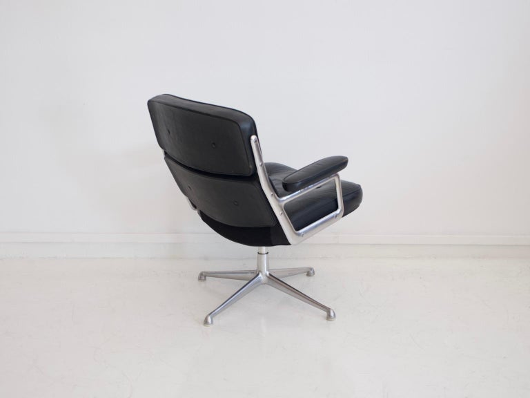 American Charles & Ray Eames Black Leather Lobby Chair ES 108 For Sale