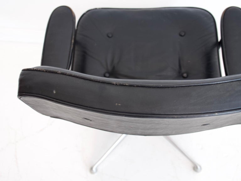 20th Century Charles & Ray Eames Black Leather Lobby Chair ES 108 For Sale