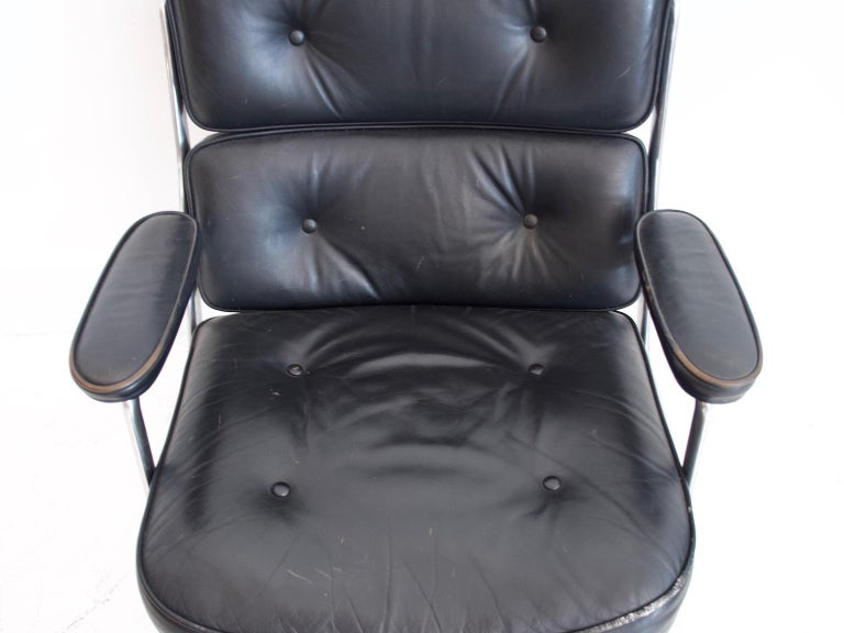 Charles & Ray Eames Black Leather Lobby Chair ES 108 For Sale 1