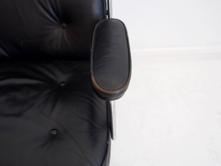 Charles & Ray Eames Black Leather Lobby Chair ES 108 For Sale 2