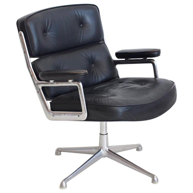 Charles & Ray Eames Black Leather Lobby Chair ES 108 For Sale
