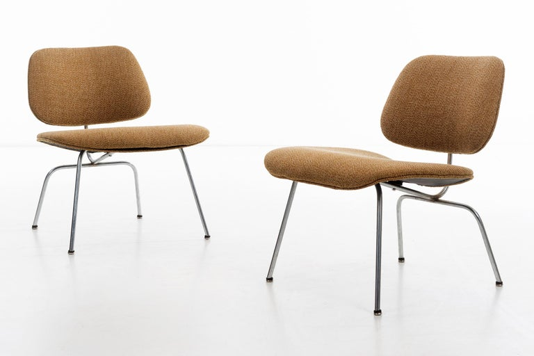 Charles Ray Eames Chairs In Good Condition For Sale In Chicago, IL