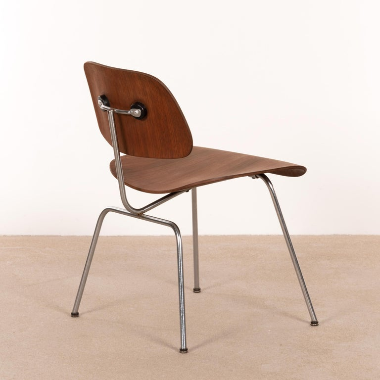 Veneer Charles & Ray Eames Early DCM Walnut Side Chair by Herman Miller, USA