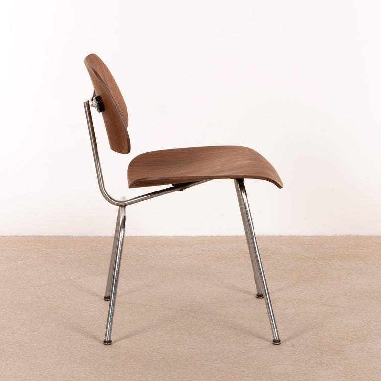 Charles & Ray Eames Early DCM Walnut Side Chair by Herman Miller, USA In Good Condition In Amsterdam, NL