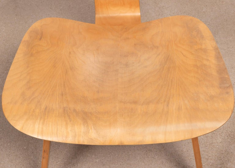 Charles & Ray Eames Early LCW Maple Lounge Chair for Herman Miller, 1952 For Sale 3