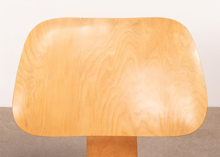 Charles & Ray Eames Early LCW Maple Lounge Chair for Herman Miller, 1952 For Sale 4