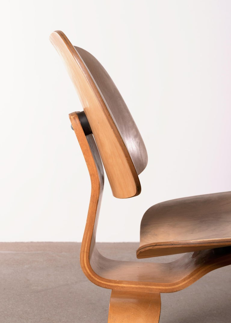 Charles & Ray Eames Early LCW Maple Lounge Chair for Herman Miller, 1952 For Sale 8