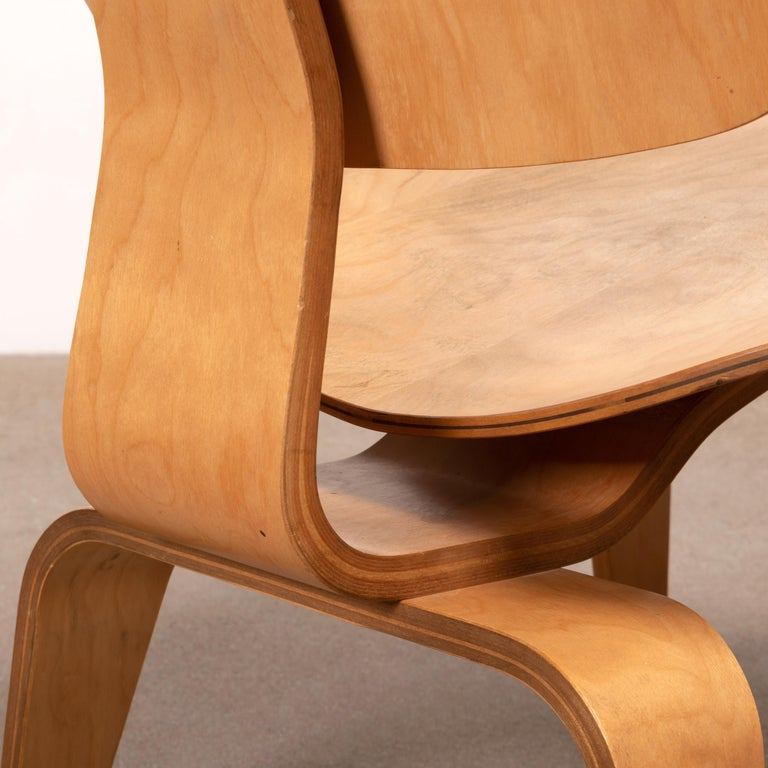 Charles & Ray Eames Early LCW Maple Lounge Chair for Herman Miller, 1952 For Sale 9