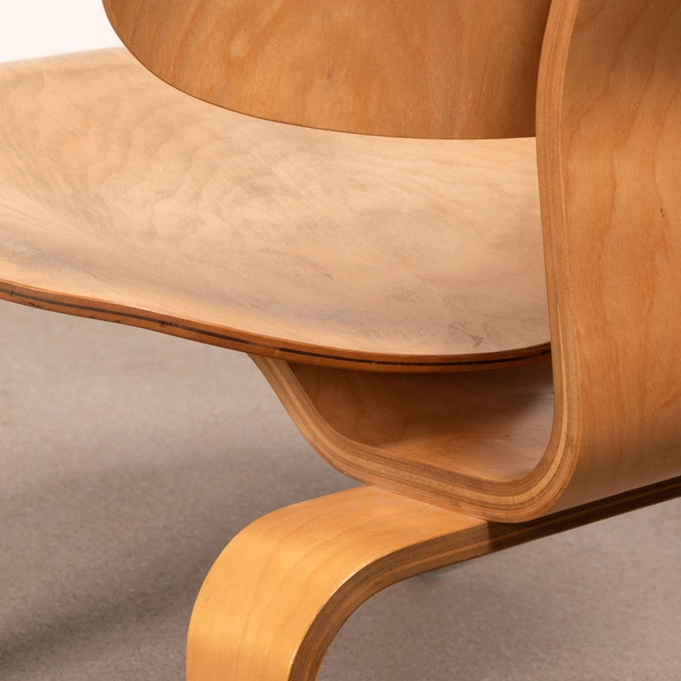 Charles & Ray Eames Early LCW Maple Lounge Chair for Herman Miller, 1952 For Sale 11