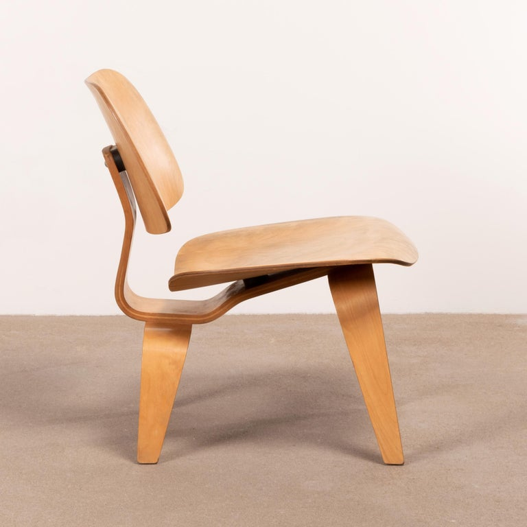 Mid-Century Modern Charles & Ray Eames Early LCW Maple Lounge Chair for Herman Miller, 1952 For Sale