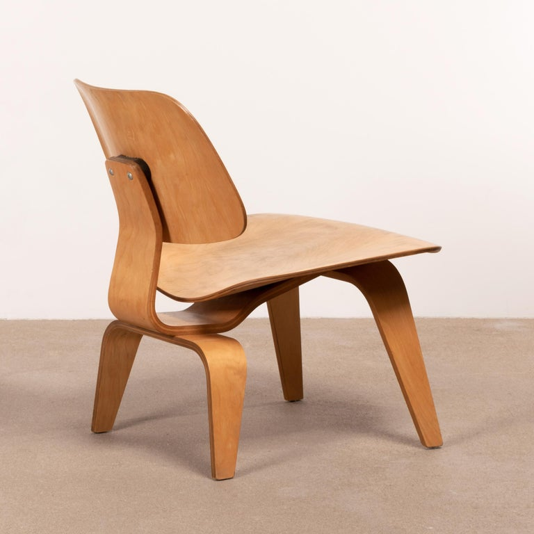 American Charles & Ray Eames Early LCW Maple Lounge Chair for Herman Miller, 1952 For Sale