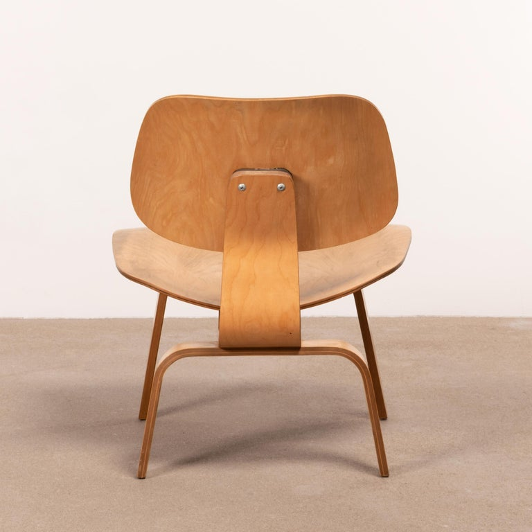 Molded Charles & Ray Eames Early LCW Maple Lounge Chair for Herman Miller, 1952 For Sale